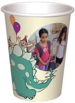 כוס בוב הדינוזאור משחק עם ילדים ובלונים