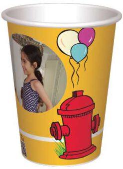 כוס כלבלב, ברז כיבוי אש ובלונים - רקע צהוב