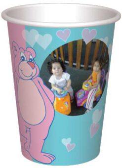 כוס דובונים ורודים, כחולים ולבבות רקע ורוד כחול