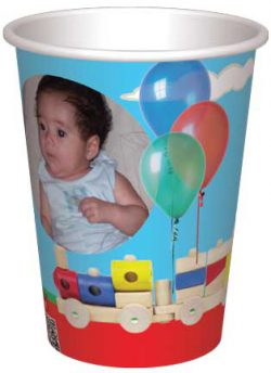 כוס רכבת צעצוע ובלונים